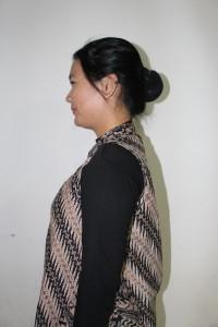 atribut hari kedua perempuan (rambut di hairnet)